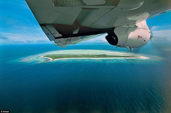 Du khách sẽ đặt chân tới khu nghỉ dưỡng Amanpulo trên đảo Pamalican, sau hành trình bay kéo dài 70 phút từ thủ đô Manila, Philippines.