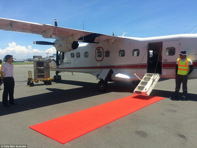 Cách duy nhất để tới khu nghỉ dưỡng Amanpulo là bằng máy bay cá nhân và giá vé được tính vào chi phí thuê phòng của khách.