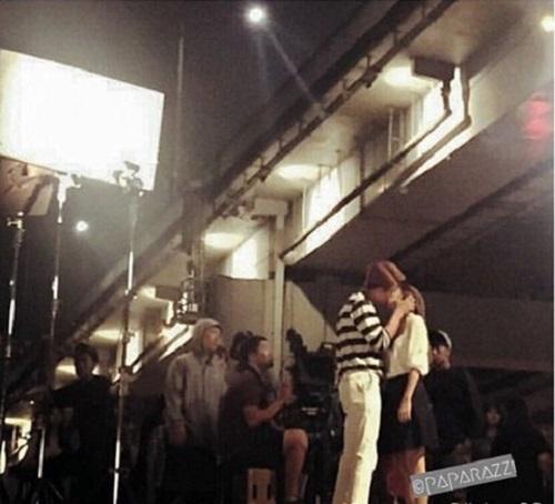"""Tài tử Kang Tae Oh """"khó chịu"""" khi hôn Nhã Phương - 1"""