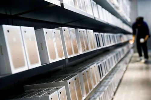 Cô gái mua được nhà nhờ 20 bạn trai tặng 20 chiếc iPhone 7 - 1