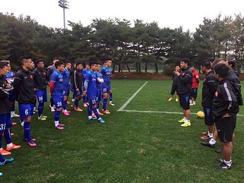 """Đội tuyển Việt Nam """"tiếp lửa"""" cho U19 VN chơi thăng hoa - 1"""