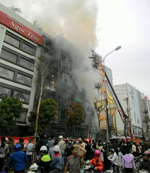 Hà Nội yêu cầu nhanh chóng điều tra nguyên nhân vụ cháy - 1