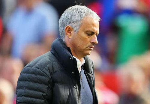 FA nương tay, Mourinho kịp dự đại chiến với Arsenal - 1