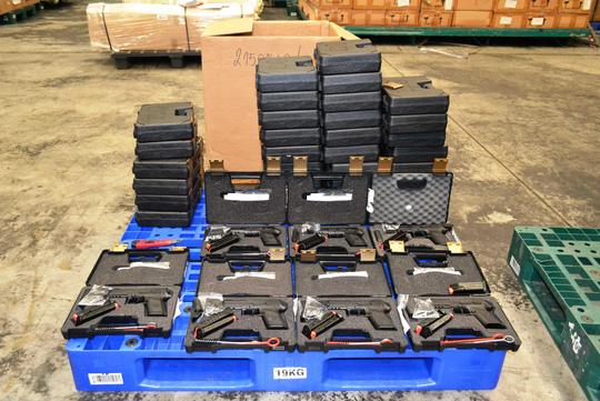 Tịch thu 94 khẩu súng tại sân bay Tân Sơn Nhất - 1