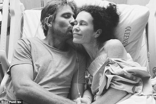 Người chồng kiên trì giúp vợ đánh bại ung thư vú - 1
