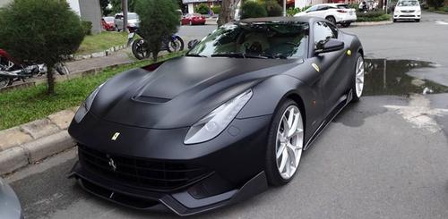 """Cường Đô la """"lột xác"""" Ferrari F12 Berlinetta sang màu đen nhám - 1"""