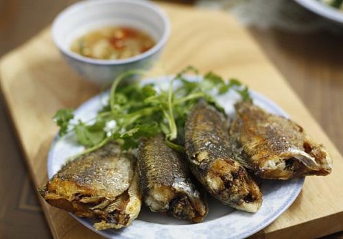 Ngày lạnh, làm 5 món vừa ngon vừa rẻ từ cá rô đồng - 1