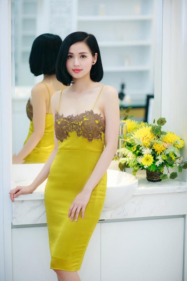 Thần thái quý phái cùng vẻ đẹp mặn mà, gợi cảm của hot girl Hà thành khiến nhiều cô gái phải ngưỡng mộ.