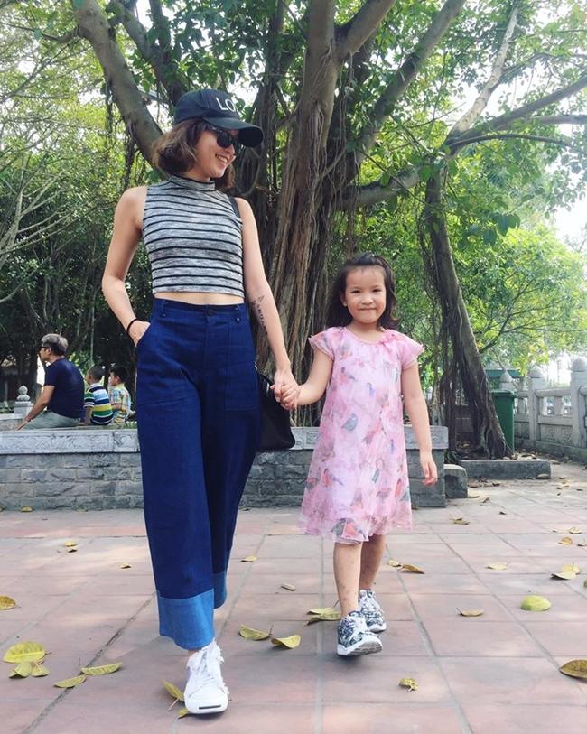 Sau cuộc hôn nhân với thiếu gia Sài thành đổ vỡ, Mi Vân trở về Hà Nội làm mẹ đơn thân và mở cửa hàng thời trang.