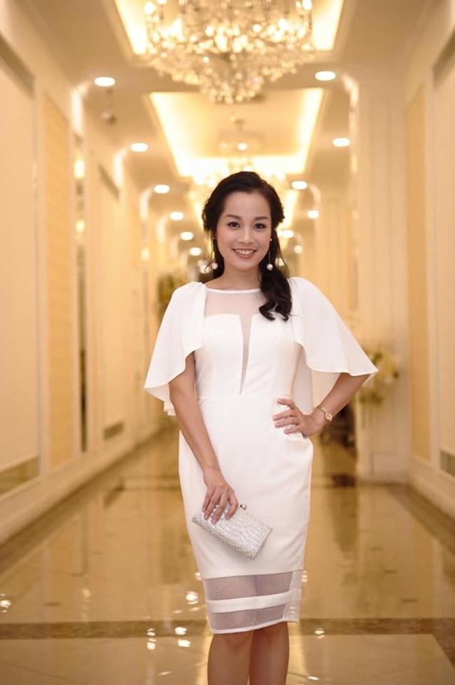 Công việc hiện tại của người đẹp 30 tuổi là MC của kênh truyền hình quân đội ANTV. Ngoài ra, cô cũng có một tổ ấm nhỏ hạnh phúc.
