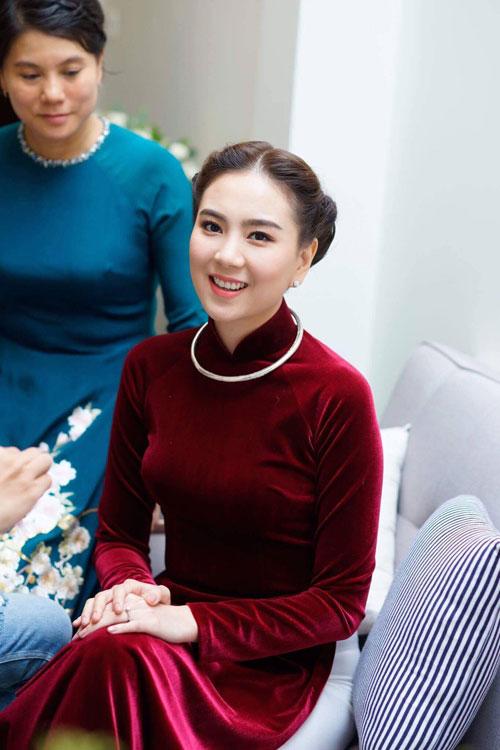 MC Mai Ngọc diện áo dài đính 2.000 viên ngọc trai - 1