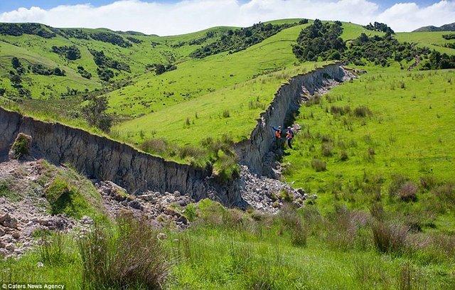 """""""Vạn lý trường thành"""" trồi lên sau động đất New Zealand - 1"""