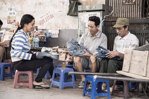 Giới trẻ Hà Nội đổ xô đi đổi Jeans cũ lấy Jeans mới - 1