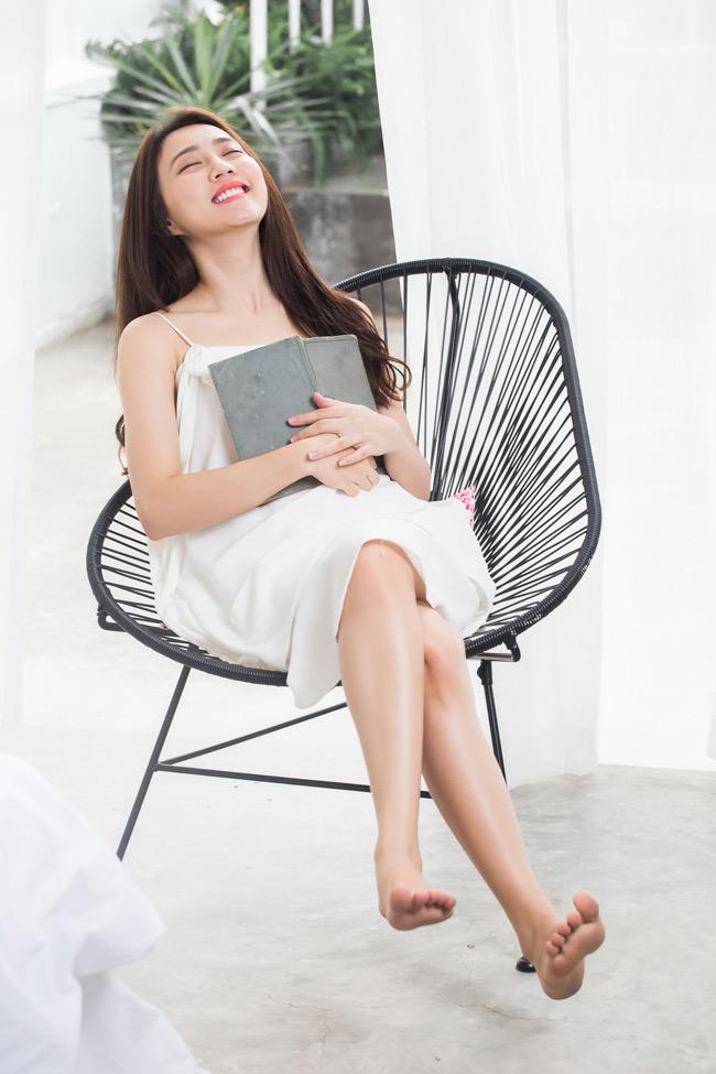 Huỳnh Hồng Loan tốt nghiệp loại ưu trường Cao đẳng văn hóa và nghệ thuật Sài Gòn.