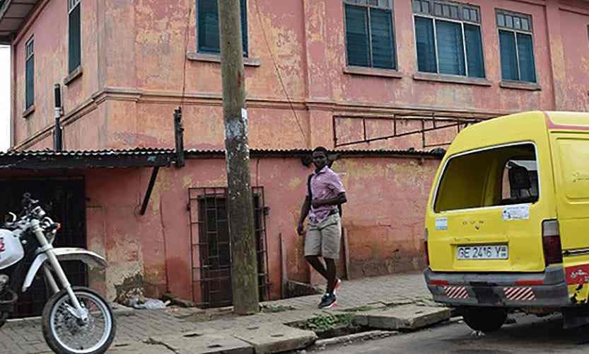 Dẹp bỏ đại sứ quán Mỹ giả mạo tồn tại hơn 10 năm ở Ghana - 1