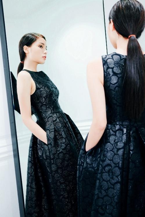 Hoa hậu Kỳ Duyên mặt mộc, váy ren rũ khoe khéo body gợi cảm - 1