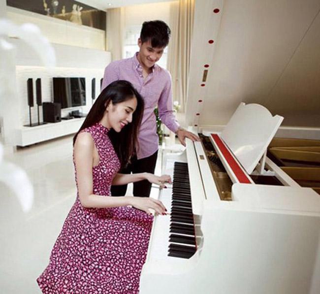 Kể từ khi sinh bé Bánh Gạo, Thuỷ Tiên cũng tạm gác lại công việc ca hát, hạn chế nhận show diễn để toàn tâm toàn ý dành cho gia đình. Thỉnh thoảng, cô vẫn ra một số ca khúc mới để chiều lòng fan hâm mộ.