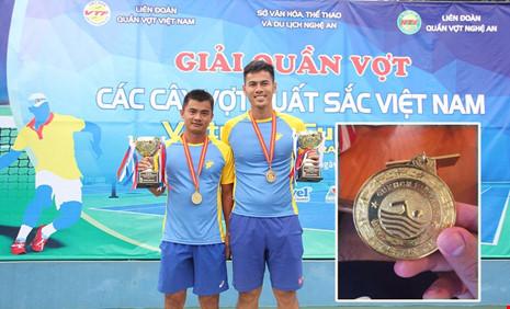 Phần thưởng cho nhà vô địch quần vợt là HCV… bơi lội - 1