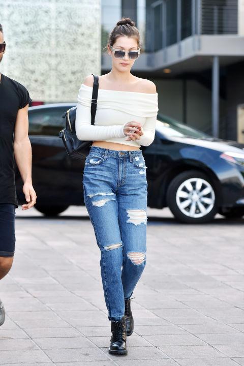 Những cách mix đồ hoàn hảo với quần boyfriend jeans - 1