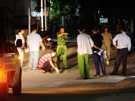 Thiếu nữ bị đâm gục bên lề đường ở TP.HCM - 1