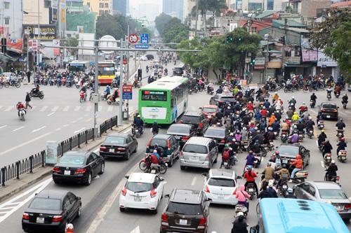 Toàn cảnh ma trận giao thông nơi xe buýt nhanh đi qua - 1