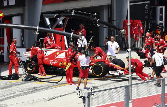F1: Malaysian GP – Hamilton ôm hận, sinh nhật ngọt ngào cho Verstappen - 1