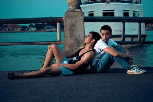 Ra mắt vào năm 2011,Hot boy nổi loạn(tên đầy đủ:Hot boy nổi loạn và câu chuyện về thằng Cười, cô gái điếm và con vịt) là phim điện ảnh Việt đầu tiên có tuyến nhân vật chính là người đồng tính. Bên cạnh câu chuyện về cô gái điếm tên Hạnh (Phương Thanh đóng), phim chủ yếukể về nhân vật Khôi (Hồ Vĩnh Khoa đóng), một chàng trai đồng tính bị chối bỏ bởi gia đình phải vào Sài Gòn lập nghiệp.
