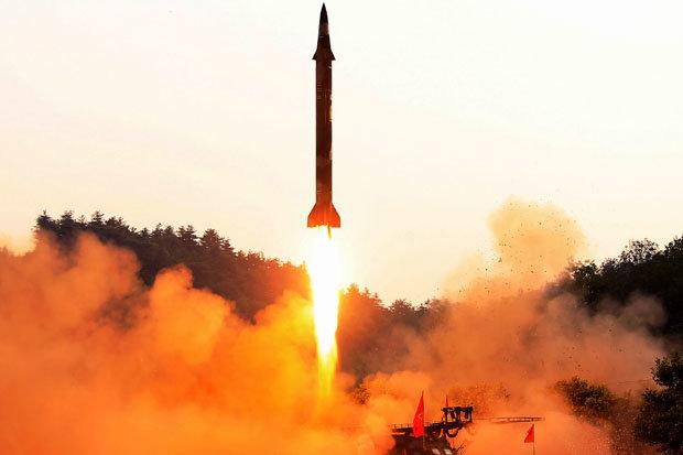 """Loại bom Hàn Quốc khiến Triều Tiên """"chìm trong bóng tối"""" - 1"""