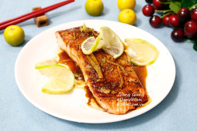 Bữa tối sang chảnh với cá hồi áp chảo sốt bơ chanh - 1