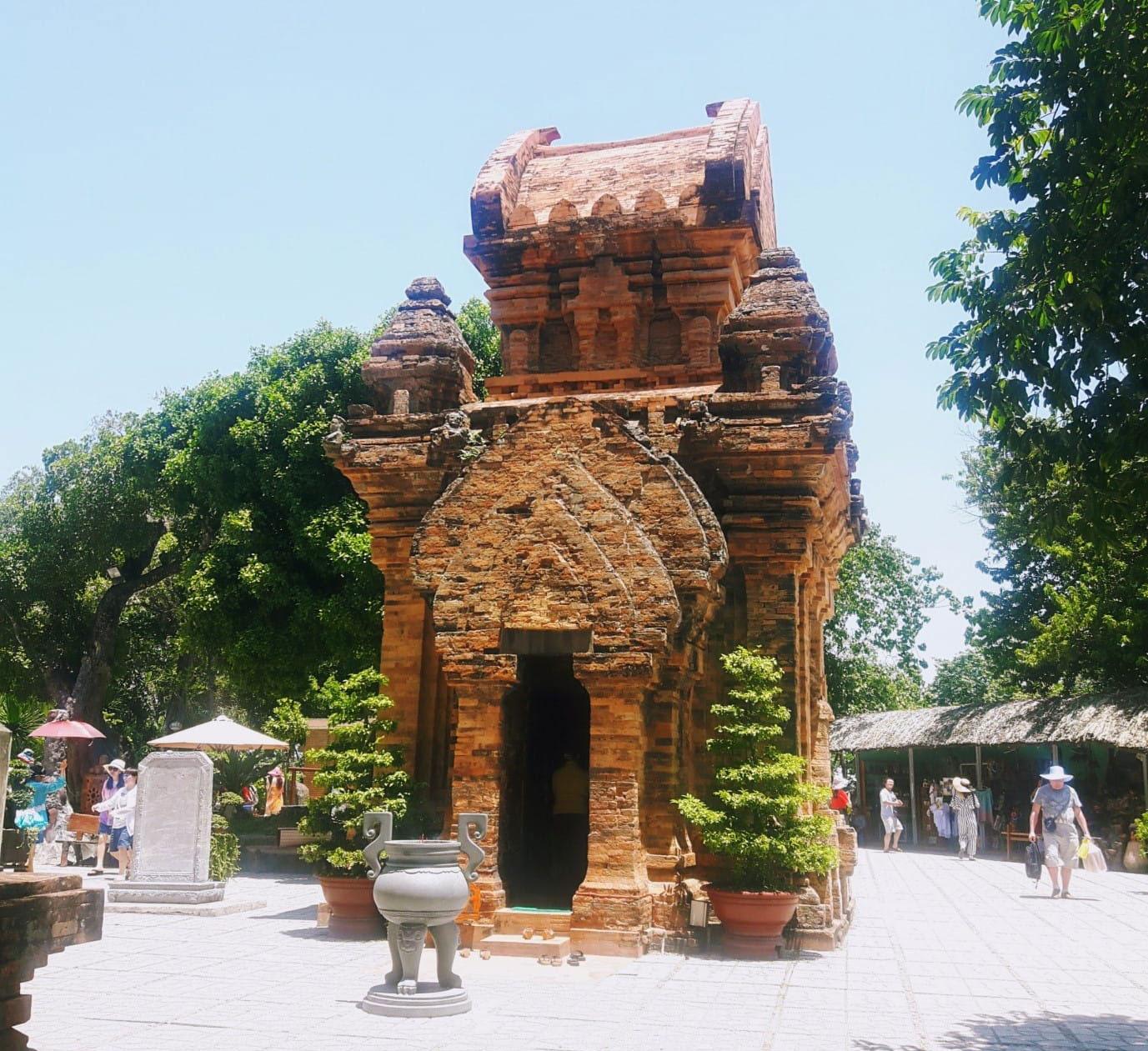 Du lịch Nha Trang để thấy Việt Nam đẹp mê đắm thế nào? - 28
