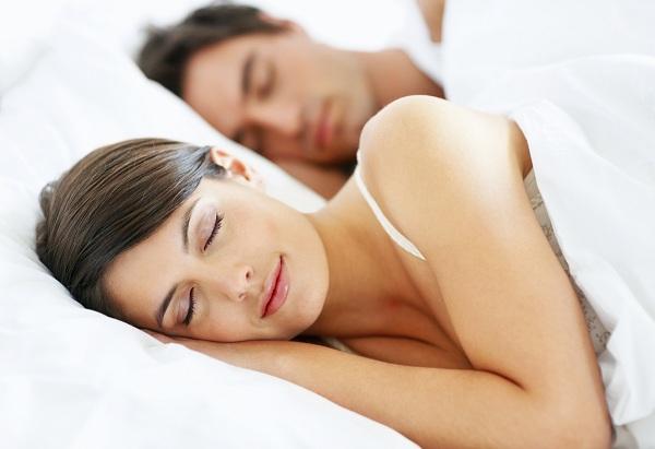 """Phụ nữ ngủ nhiều hơn giúp tăng khả năng """"yêu"""" - 1"""