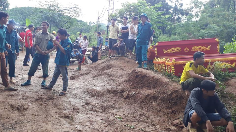 Nóng 24h qua: Vỡ đê ở Hà Nội, 19 người bị vùi lấp ở Hòa Bình - 1