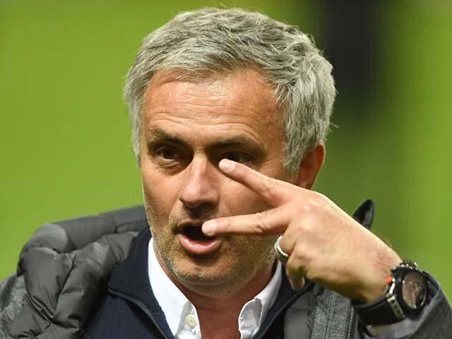 """Mourinho cảnh báo: Không giải nghệ ở MU, """"tăm tia"""" PSG"""