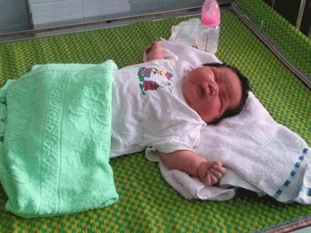 """Kinh ngạc trước những em bé vừa chào đời đã có cân nặng """"khủng"""" nhất Việt Nam"""