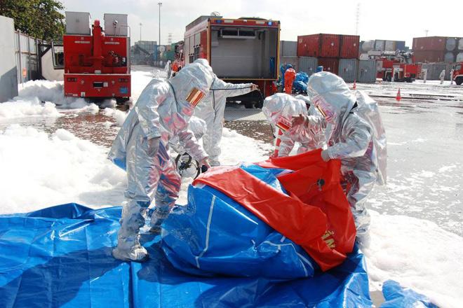 Robot, quân đội cùng cảnh sát diễn tập xử lý cháy hóa chất sau vụ rò rỉ khí độc ở SG - 1