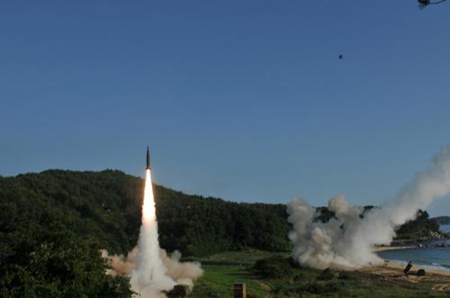 """Hàn Quốc phát triển tên lửa """"quái vật"""" đối phó Triều Tiên - 1"""