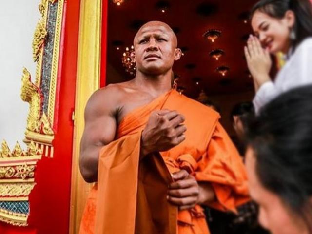 """Nhà sư cơ bắp cuồn cuộn """"đô"""" nhất Thái Lan từ đâu ra?"""