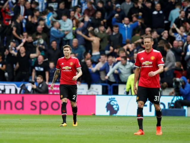"""MU bảo vệ ngôi vương: Cầu thủ ủ dột, Mourinho vẫn ưu ái """"tội đồ"""""""