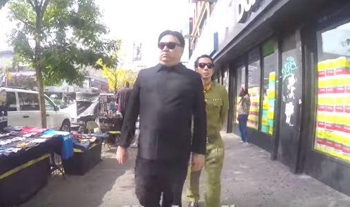 """Video: Dân Mỹ kinh ngạc khi thấy """"Kim Jong-un"""" nện gót ở New York - 1"""