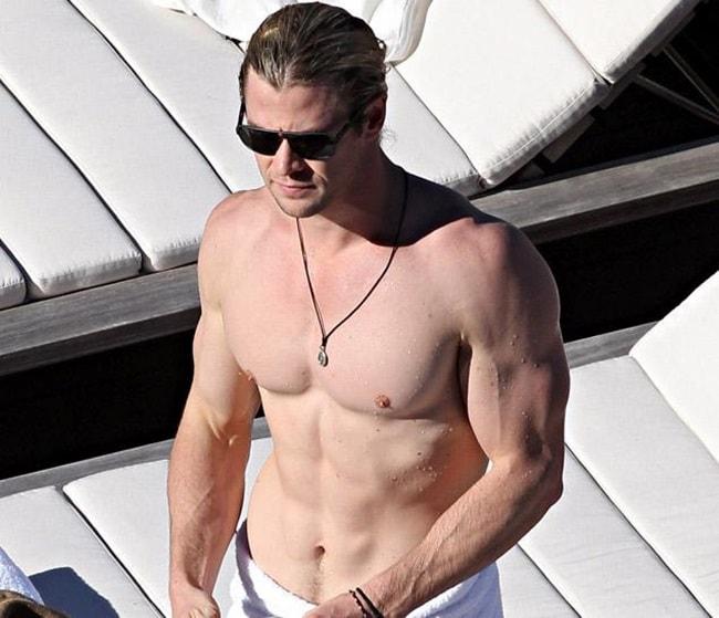 Để có vóc dáng cường tráng phục vụ cho nhữngvai diễn,Chris Hemsworth phải tuân theo chế độ tập luyện và ăn uống nghiêm khắc. Mỗi tuần anh đến phòng gym 5 ngày và thực hiện loạt bài tập với cường độ nặng.
