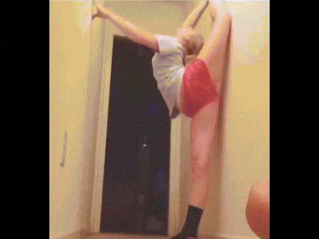 """Clip hài: """"Thánh vụng"""" đi tập yoga"""
