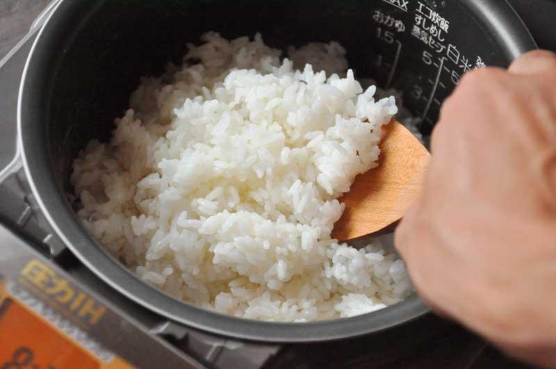 Bí quyết nấu cơm mềm thơm, trắng ngần không bị cứng, nhão, khê - 1