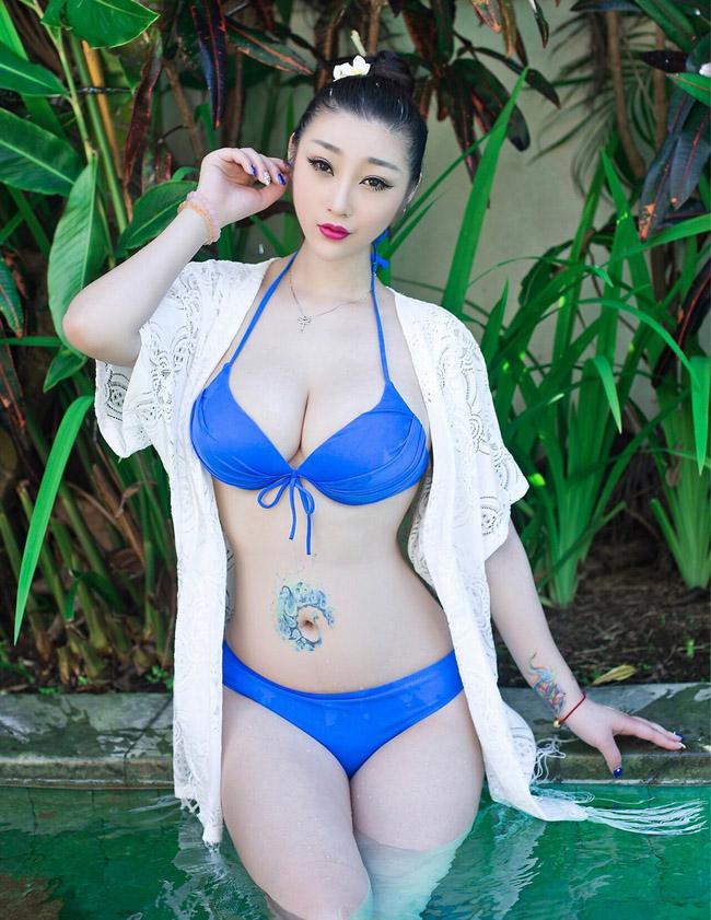 Người mẫu có biệt danh Daiji Toxic đến từ Trung Quốc xăm hình ở quanh rốn.