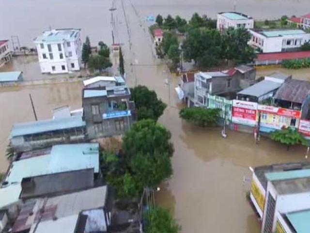 Ảnh: Phú Yên chìm trong nước lũ, nhiều khu vực bị cô lập