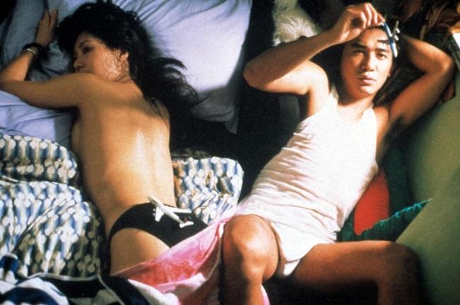 Trùng Khánh Sâm Lâm là một trong những bộ phim Hong Kong thể loại lãng mạn được yêu thích nhất không chỉ tại Châu Á mà còn trên khắp thế giới. Trong phim này, Lương Triều Vỹ và người đẹp Châu Gia Linh vào vai một cặp tình nhân.