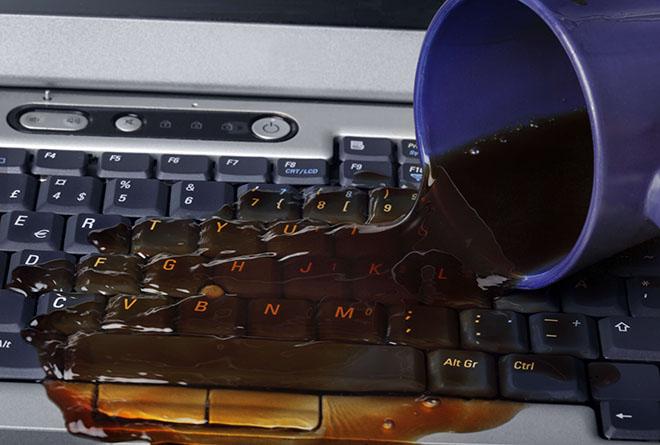 """""""Cấp cứu"""" nhanh máy tính xách tay khi bị chất lỏng đổ vào - 1"""