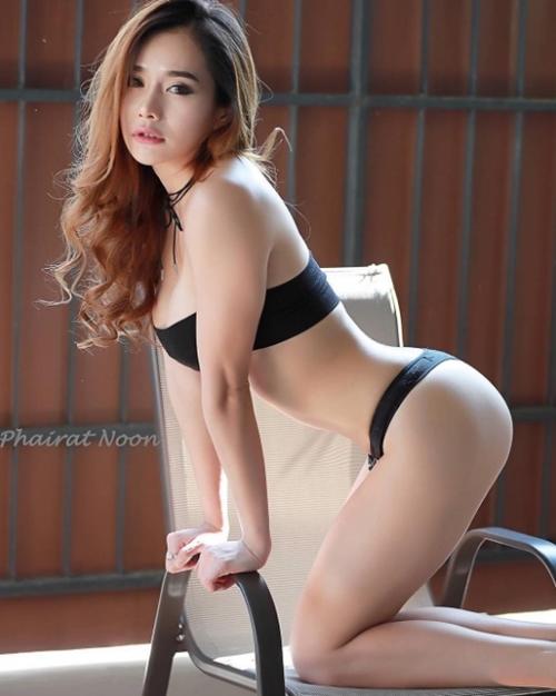 Cô giáo thể dục nổi danh đất Thái vì chăm diện áo chưa đầy gang tay - 8