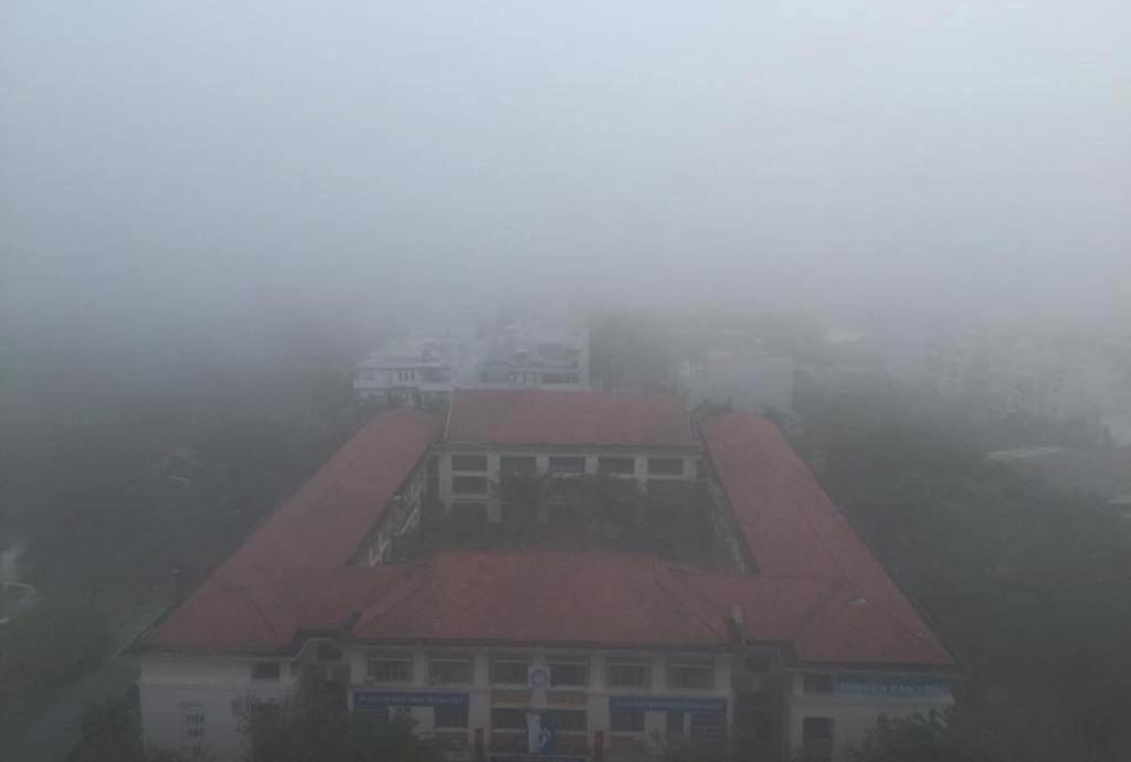 Ảnh: Sài Gòn bồng bềnh trong sương mù dày đặc - 1