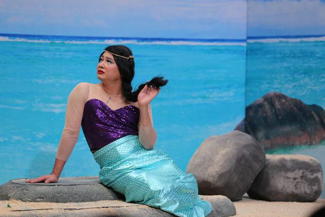 Tự Long trang điểm môi tều, đá xéo các cuộc thi hoa hậu - 1