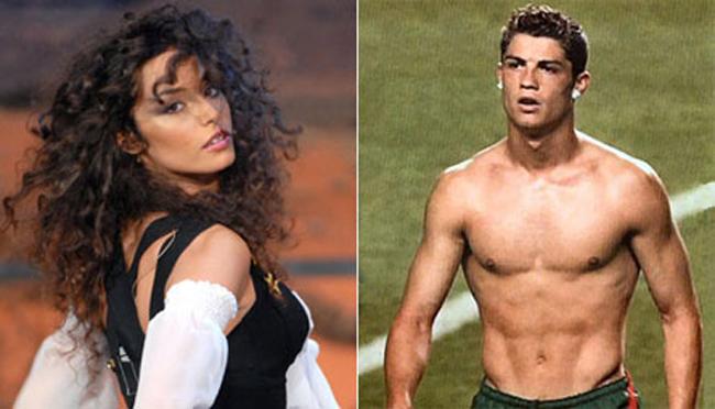 """Tuy nhiên để đỡ xấu mặt, người đẹp này tự khẳng định đã trao lần đầu tiên cho Ronaldo. Một số tin đồn vẫn cho rằng chính Ronaldo là người mua trinh tiết """"ngàn vàng"""" củaRaffella Fico với giá 1 triệu Euro (khoảng 26 tỷ đồng)."""